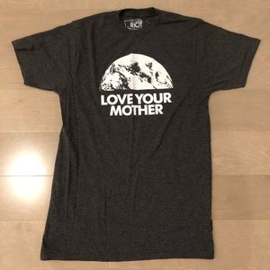 LOVE YOUR MOTHER Earth Men's gray graphic tee